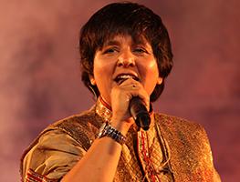 eventmozo Dandiya Queen Falguni Pathak Live for Navratri